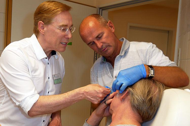 Die Workshop-Teilnehmer erhalten im praktischen Training die Gelegenheit, echte Botox-Injektionen an Modellen zu üben.
