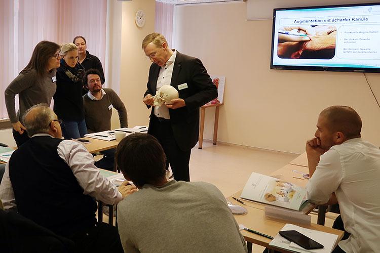 Im Seminarraum der Kiel Medical Academy können Gruppen von bis zu 30 Teilnehmern unterrichtet werden.