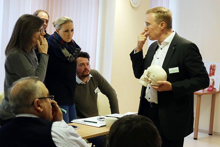 Auch für erfahrene Mediziner gibt es in den Face Design-Workshops noch viele neue Details über die Anatomie des Gesichtes zu lernen.