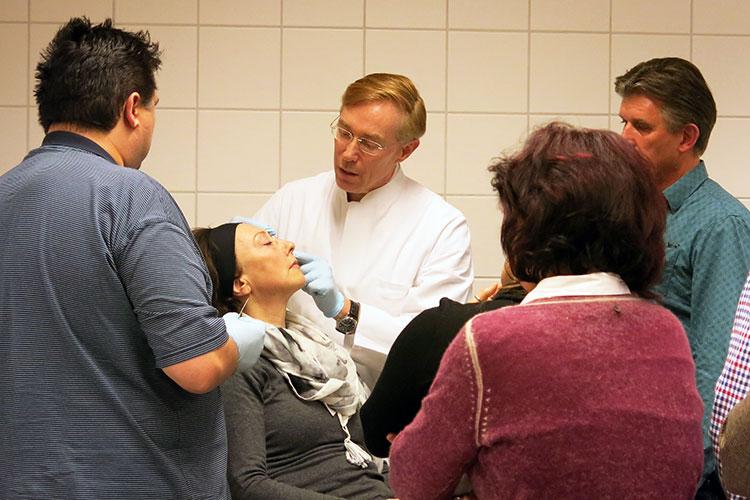 """Der Workshop """"Face Design A: Fadenlifting"""" führt Ärzte in die Anwendung von Fadenlifting im Gesicht ein"""