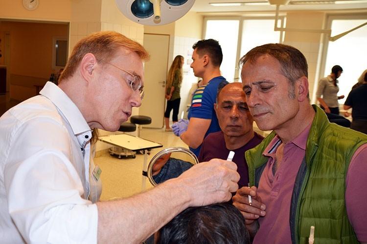 """Im Workshop """"Injektions-Lipolyse"""" lernen Behandler den sicheren und erfolgreichen Einsatz der Injektions-Lipolyse sowohl in der Theorie als auch in Hands-on-Übungen."""